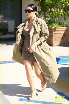 Kim Kardashian Talks to Kourtney About Scott Disick in New 'Keeping Up With the Kardashians' Clip - Watch Now! | kim kardashian pregnant kanye west movies 50 - Photo