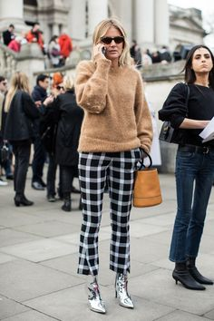 Not really into the outfit of the woman they are featuring (silver boots aside <3 ) , but I love the chic simplicity of the woman to the right. Black and denim never fail.