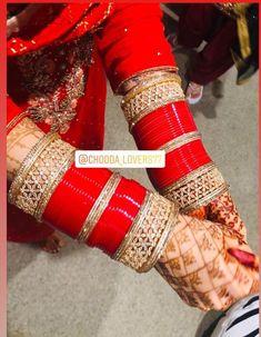 Red Saree Wedding, Wedding Chura, Indian Bridal Lehenga, Indian Bridal Fashion, Indian Wedding Jewelry, Bridal Mehndi Dresses, Bridal Outfits, Bridal Looks, Bridal Style