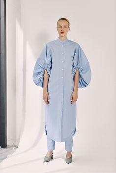 Guarda la sfilata di moda ERIKA CAVALLINI a Milano e scopri la collezione di abiti e accessori per la stagione Pre-collezioni Primavera Estate 2018.