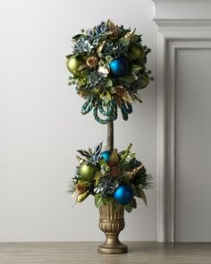 http://tammyswallow.hubpages.com/hub/How-to-Make-Your-Own-Outstanding-Outdoor-Christmas-Decorations