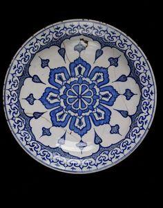 Dish      Place of origin:      Iznik, Turkey (probably, made)     Turkey (made)     Date:      ca 1580 (made)     Artist/Maker:  ...