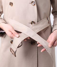 写真でわかる!トレンチコートベルトの結び方定番4パターン – lamire [ラミレ] Uggs, Lady, Coat, Jackets, Accessories, Women, Fashion, Womens Fashion, Women's
