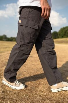 This week's Carhartt WIP edit spotlights their seasonal iterations of cargo pants – the utilitarian pant which, like so many military garm. Cargo Pants Outfit Men, Carhartt Cargo Pants, Carhartt Wip, Cargo Pants For Men, Mens Cargo, Harem Pants, Street Style Outfits Men, Stylish Mens Outfits, Retro Outfits