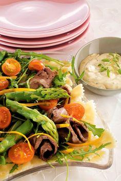 Pitopöydän paahtopaistisalaatti | K-ruoka Ketogenic Recipes, Ketogenic Diet, Diet Recipes, Vegan Recipes, Keto Results, Ketogenic Lifestyle, My Cookbook, Keto Dinner, Salads