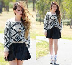 Daylight (by Chloe T) http://lookbook.nu/look/4506371-Daylight  חולההה על השילוב הזה של סוודר עם חצאית מיני  !