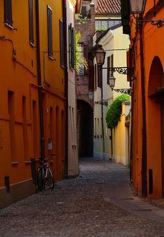 Città del silenzio, Ferrara / Italy (by Patrizio Rigobello).