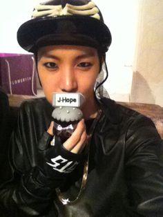BTS Twitter [170613] #4yearswithBTS  Trans @BTS_twt :    Happy birthday Bangtan♥️ARMY!!!! [J-Hope]