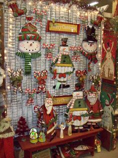 good use for old fence at greenoak Snowman Pics, Snowmen Pictures, Christmas Fair Ideas, Christmas Decorations, Holiday Decor, Craft Booths, Old Fences, Store Displays, Visual Merchandising
