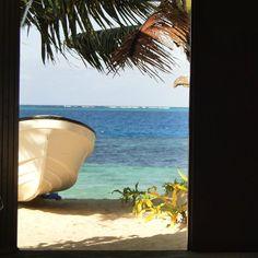 Recuerdo perfectamente el momento de esta foto. Fue en una pequeña isla de Fiji. Hacía calor y dentro de la casa corría aire fresco mientras estaba tumbada en una hamaca y solo se oía los suaves golpes del mar en la orilla. Hay momentos que sabes que ninca olvidarás...