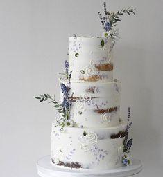 Plain Wedding Cakes, Wedding Cake Rustic, Rustic Cake, Cake Wedding, Wedding Tips, Nake Cake, Lavender Cake, Lavender Wedding Cakes, Soul Cake