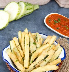 Crispy Low Carb Keto Zucchini Fries - Oh So Foodie Fried Chicken Thigh Recipes, Low Carb Fried Chicken, Low Carb Blog, Low Carb Keto, Clean Eating Snacks, Healthy Snacks, Fried Zucchini Chips, Keto Cauliflower Casserole, Zucchini Lasagna Recipes