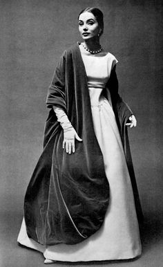 Model in white satin ball gown worn with immense velvet stole by Givenchy, photo by Georges Saad, 1956 Moda Vintage, Vintage Vogue, Vintage Glamour, Vintage Beauty, Vintage Ladies, Vintage Models, Vintage Gowns, Vintage Outfits, 1950s Fashion