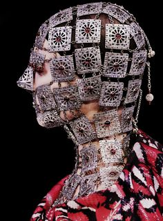 Alexander McQueen Autumn/Winter 2009 (anyone else think of Quaithe from Game of Thrones?!)
