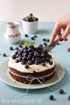 Happy Birthday!   Schokokuchen mit Zitronencreme & Blaubeeren   Frisch Verliebt - jetzt auch in der mealy-App!