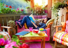 Make the most of your apartment this summer by turning your balcony into a gorgeous outdoor room!