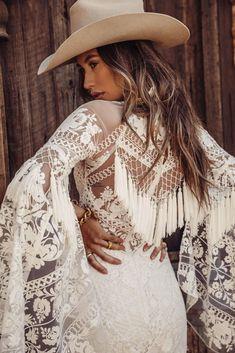 Tucson rose by Rue De Seine Western Wedding Dresses, Bohemian Wedding Dresses, Dream Wedding Dresses, Wedding Gowns, Camo Wedding, Rose Wedding, Look Fashion, Trendy Fashion, Modest Fashion