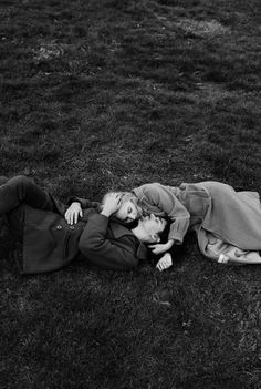 Pin by roisincareyyy on black and white aesthetic fotografía de pareja, fot Vintage Couples, Vintage Love, Cute Couples, Vintage Couple Pictures, Intimate Couples, Vintage Kiss, Vintage Romance, Photo Couple, Couple Shoot