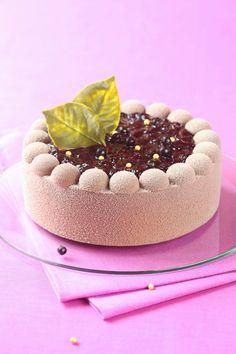 Schokoladencreme-Kuchen mit schwarzen Johannisbeeren (ohne Gelatine) / Torta Mousse de chocolate e groselha preta (sem gelatina)