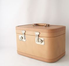 vintage train case with key retro fashion style trends luggage suitcase travel gear makeup cosmetic case overnight neutral peach brown tan