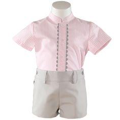 Miranda textilesin paita ja housut. Paidassa on valkoisia ja vaaleanpunaisia raitoja lisäksi paidan etupuolella on harmaa somiste. Housut ovat harmaat. www.nellikki.fi