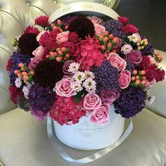 Image de flowers, rose, and pink Amazing Flowers, Fresh Flowers, Beautiful Flowers, Rose Flower Arrangements, Flower Centerpieces, Flower Box Gift, Flower Boxes, Gift Flowers, Flower Boutique