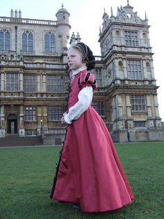 Tudor costume for girl Renaissance Fair Costume, Renaissance Fashion, Renaissance Era, Tudor Costumes, Girl Costumes, Los Tudor, Dress Outfits, Kids Outfits, Girl Fashion
