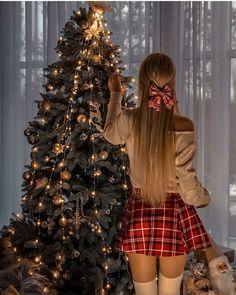 Cute Christmas Outfits, Christmas Fashion, Mode Bollywood, Christmas Photography, Jolie Photo, Girl Photography Poses, Christmas Pictures, Photoshoot, Merry Xmas