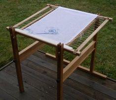 Stickböcke mit großem Leistenspannrahmen, Höhe und Neigung einstellbar, ein Arbeitsplatz für ihre Stickarbeiten