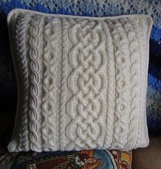 Cable-Lover Cushion pattern by Linda Z. O'Halloran Ravelry: Linda's Cable-Lover Cushion pattern by Linda Z. O'HalloranRavelry: Linda's Cable-Lover Cushion pattern by Linda Z. Knitted Cushion Covers, Cushion Cover Pattern, Knitted Cushions, Knitted Blankets, Sweater Pillow, Crochet Pillow, Knit Or Crochet, Cable Knitting, Hand Knitting