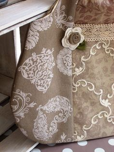 Particolari borsa in lino e pizzo http://silviaefamilydeco.blogspot.it/