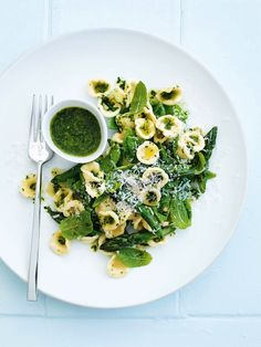 I've been off pasta for a while but this sure looks appealing! Pesto, pea and mint pasta I Love Food, Good Food, Yummy Food, Tasty, Pasta Recipes, Cooking Recipes, Dessert Recipes, Donna Hay Recipes, Vegetarian Recipes