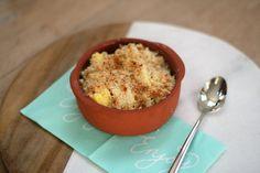 Een gezondere variant van je ontbijt of je desert met deze mango kokoscrumble. Hierbij vervang je het meel door amandelmeel. Een simple aanpassing.