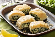 This recipe features the winning combination of spinach and ricotta. Recipes Using Ricotta Cheese, Recipe Using Ricotta, Spinach Pie, Spinach Ricotta, Greek Recipes, Pie Recipes, Cooking Recipes, Clean Recipes, Easy Recipes