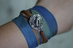NWOT-Handmade-Silk-Ribbon-Wrap-Bracelet-with-Tribal-Inspired-Toggle-Closure
