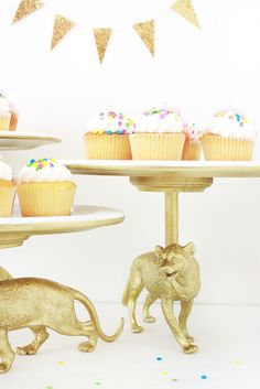 diy cake stand made from plastic toy animals - lots of possibilities with this one