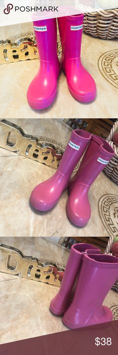 Hunter girls Pre loved. Authentic. Great to play in the sand box, walk ms to the beach , river & of couse rainy days. Hunter Boots Shoes Rain & Snow Boots