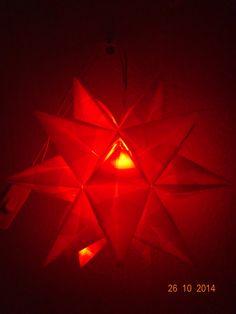 rot mit Lichterkette