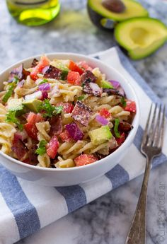 Easy, 20 minute bacon avocado pasta salad recipe. Lemon and olive oil vinaigrette tossed with fusilli and fresh veggies for this bacon avocado pasta salad.