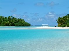 Beach in the Aitutaki lagoon (Cook islands) Dream Vacations, Vacation Spots, Beach Pictures, Cool Pictures, Most Beautiful Images, Island Nations, Island Beach, Cook Islands, Amazing Destinations
