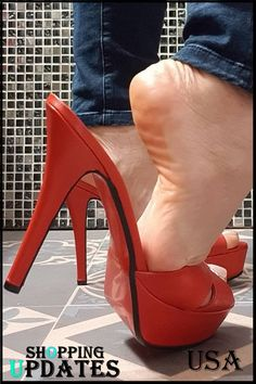 Women's footwear, cute sandals, shoes, high heels & more. Find out the perfect footwear for you. Sexy Legs And Heels, Hot High Heels, Black Heels, Girl Soles, Cute Casual Shoes, Pretty Sandals, Barefoot Girls, Beautiful High Heels, Flip Flop Shoes