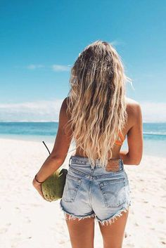 Perfect beach waves! Wish we were here right now <3 Repin this photo if you have somewhere in the world you would rather be right now too! Photo: @jannid