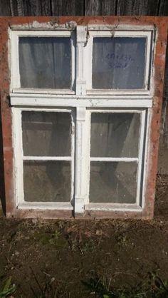 Biete drei sch�ne antike Holzfenster. Die Fl�gel lassen sich �ffnen und haben noch die sch�nen alten Verschl�sse. VB 100,00� pro St�ck.