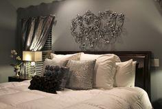 une chambre à coucher romantique en gris et blanc