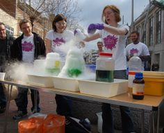 Dec 5 Volunteers capture the interest of shoppers with science busking in Reading Town centre for NSEW. #science #volunteering #charity