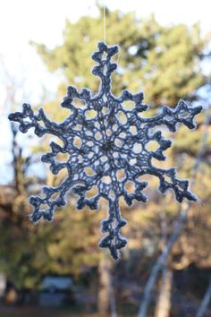 DIY Knitted Snowflakes http://livedan330.com/2015/12/10/diy-knitted-snowflakes/