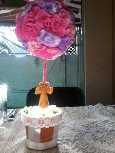 Topario para Bautizo, con flores de papel seda