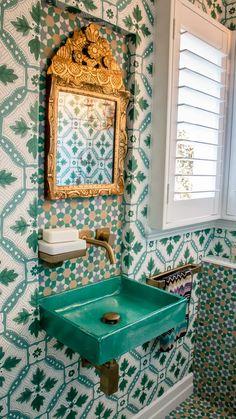 Bathroom Renos, Small Bathroom, Bathroom Vanities, Bathroom Interior Design, Interior Decorating, Tiny Powder Rooms, Moroccan Bathroom, Bathroom Inspiration, Sweet Home