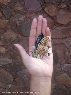 Iantha Naicker cria incríveis pinturas 3D na própria mão