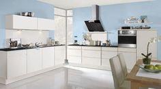 Die Küche in premiumweißen Lackfronten und Kunststoff Eiche ...